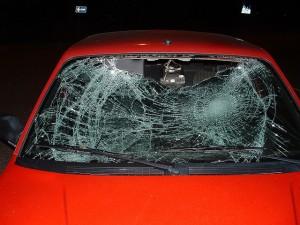Az autóüveg javítás precizitást igényel